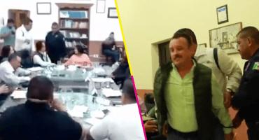 'Por grosero', el presidente municipal de Talpa manda a arrestar a un regidor en plena sesión