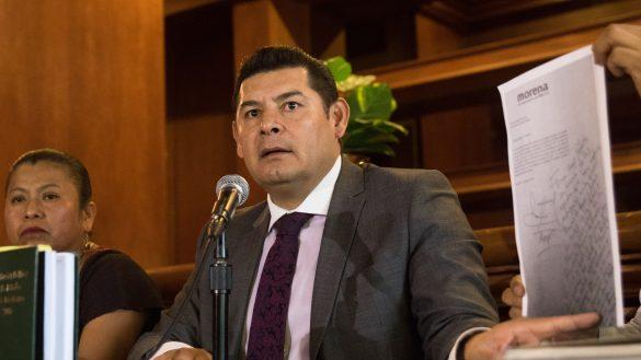 CIUDAD DE MÉXICO, 25MARZO2019.- Alejandro Armenta Mier, senador con licencia de Morena y aspirante a la gubernatura de Puebla, continúa presentando supuestas pruebas que descalifican el proceso interno del partido para elegir su candidato a gobernador de Puebla, que a la postre fue designado Luis Miguel Barbosa.