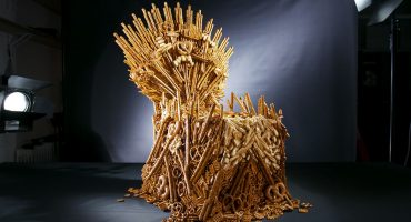 ¿Hambre? Checa el trono de 'Game of Thrones' hecho únicamente con pretzels