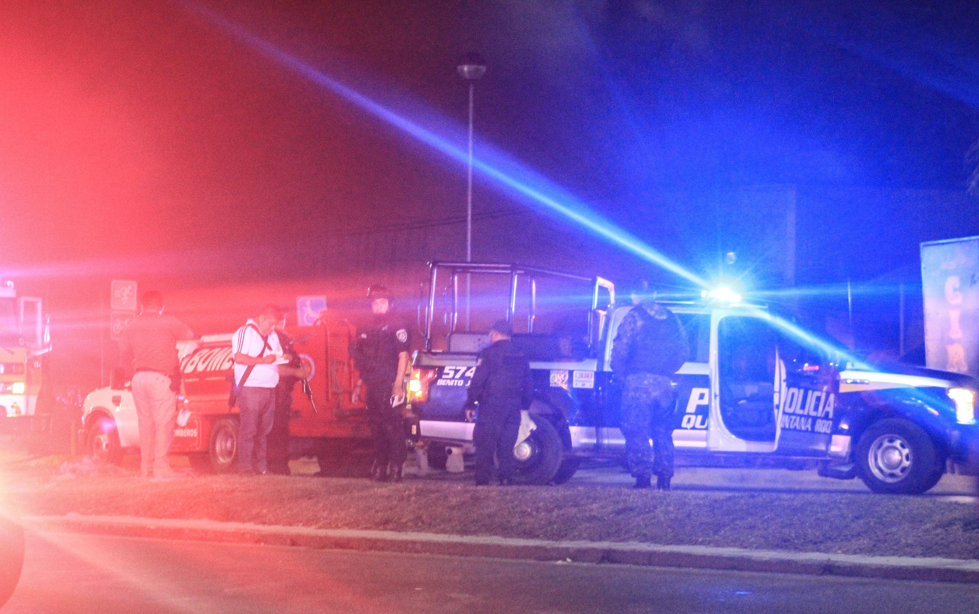 CANCÚN, QUINTANA ROO, 03ABRIL2019.- Un comando armado disparó e incendió una arrendadora de autos de lujo sobre el Boulevard Colosio, sin que se reportaran heridos, sólo daños materiales