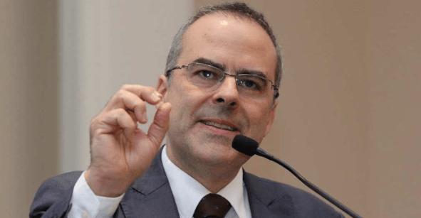 Piden protección para director de Reforma; recibió amenazas de muerte