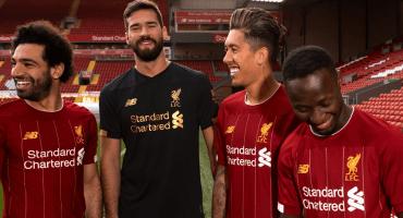 ¡De estreno! Liverpool presentó su nuevo uniforme para la próxima temporada