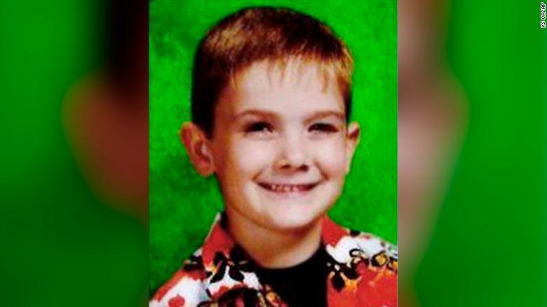 Un adolescente apareció en EUA y dice ser un niño que se perdió hace 7 años
