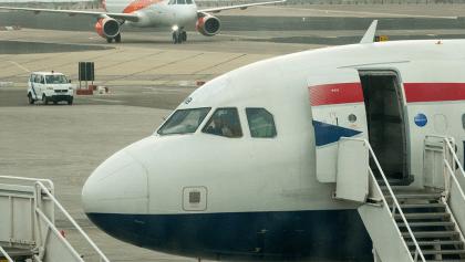 ¡Saluuud! Un equipo inglés fue desalojado de un avión por llevar a jugadores borrachos