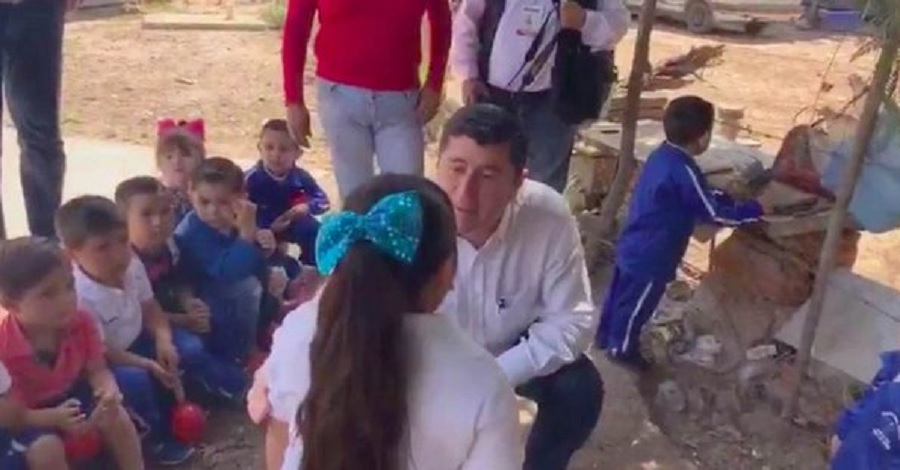 Edil de Sinaloa exhibe peso de alumna frente a sus compañeros