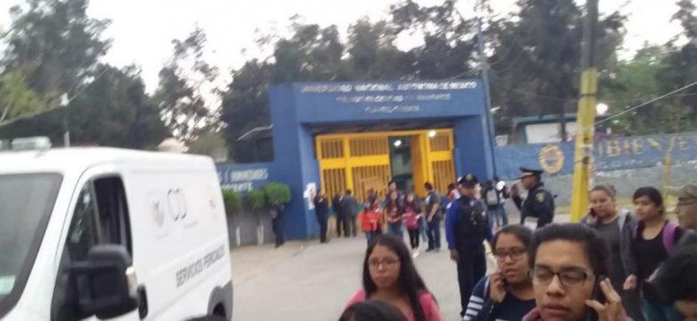 Desalojan alumnos del CCH Oriente; reportan que una estudiante murió en las instalaciones