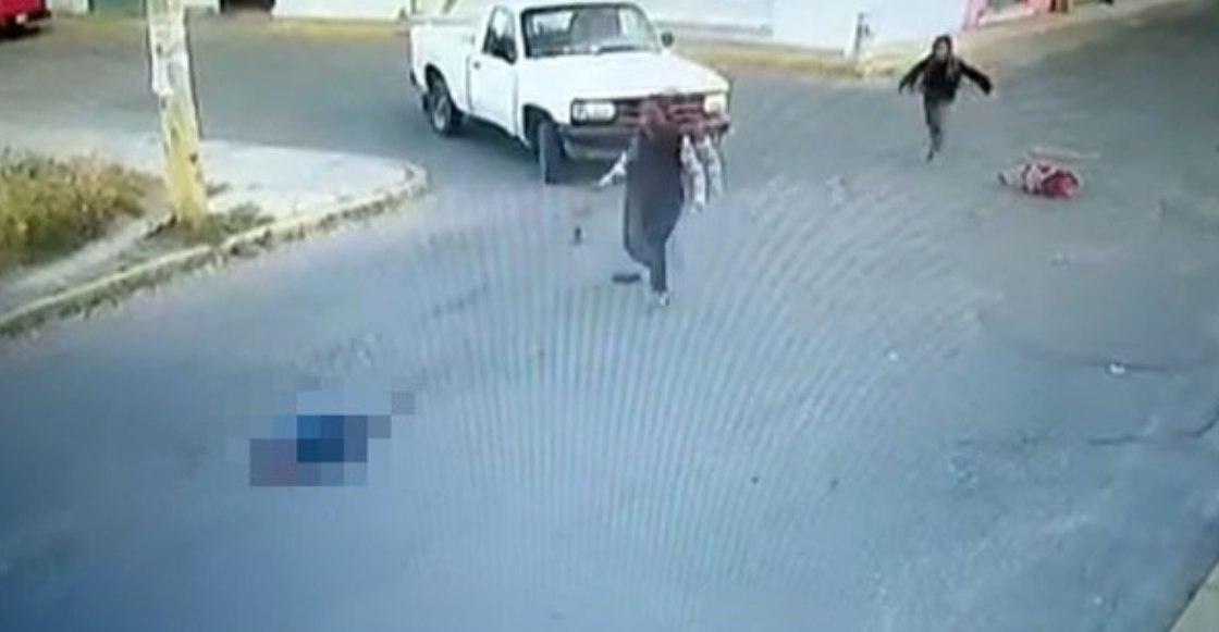 Captan el momento en el que un automóvil atropella a un niño en Puebla