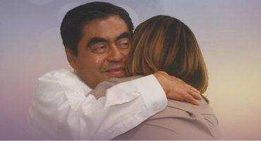 Barbosa hace campaña por Puebla... ¿abrazando a Martha Erika Alonso?
