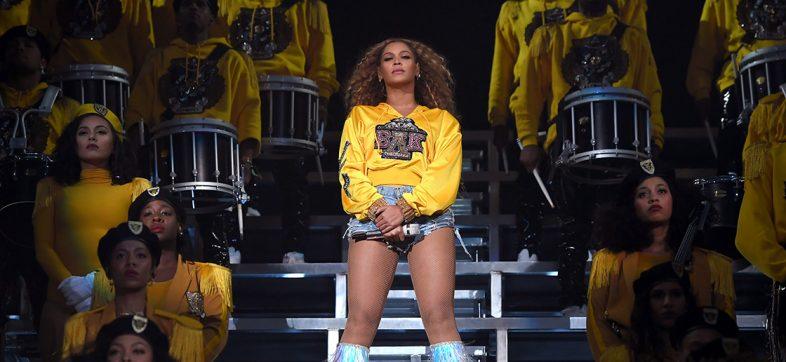 Beyoncé sorprende con un disco de su presentación en Coachella y música nueva