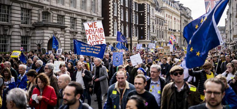 ¡Ni pa'delante ni pa'trás! Parlamento británico rechaza las propuestas para el Brexit
