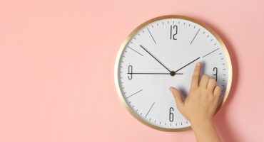 ¿Se adelanta o se atrasa? Acá lo que debes saber del cambio de horario de verano 2019