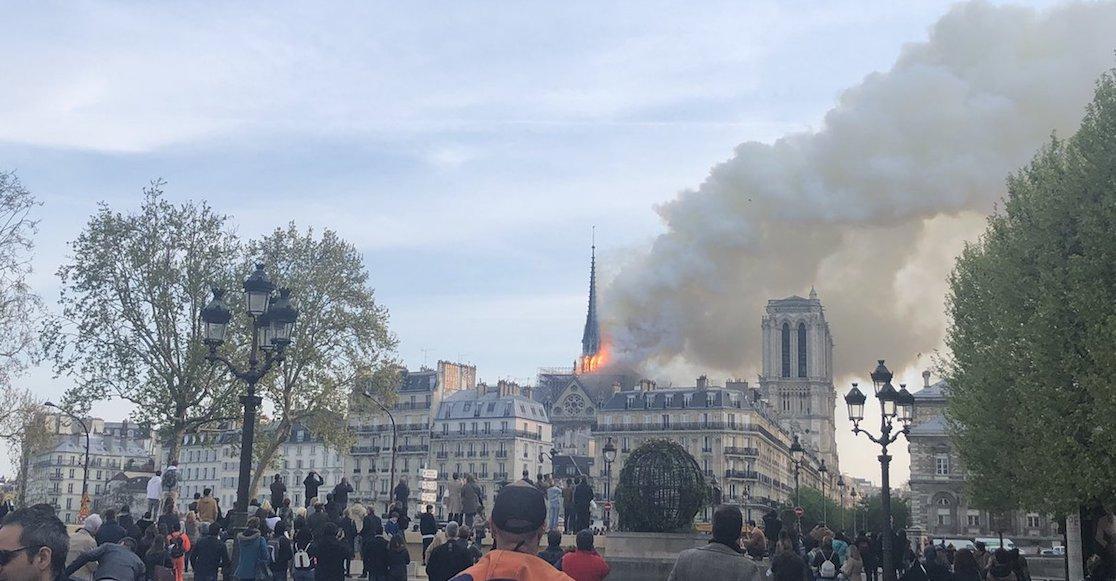 Se incendia la catedral de Notre-Dame en París, Francia.