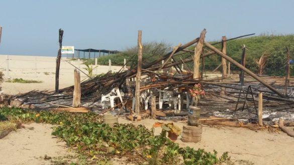 No tener madre nivel: Sujetos armados destruyen y queman campamento tortuguero en Oaxaca