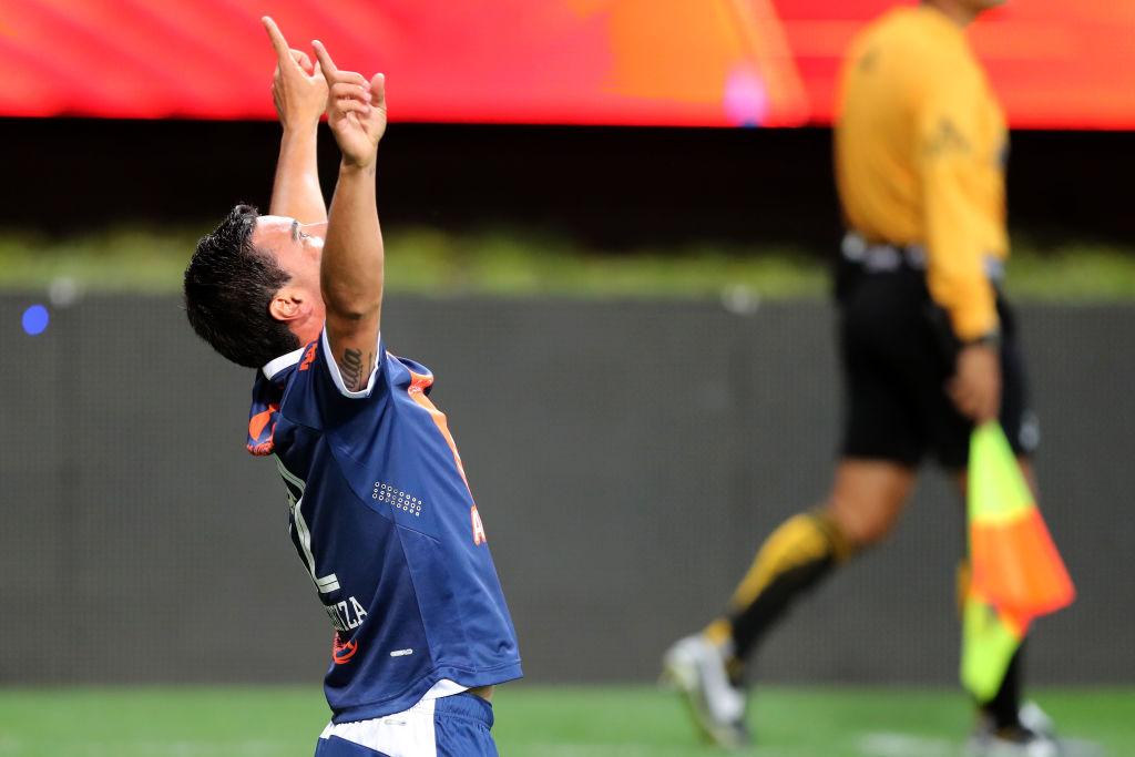 """""""FIFA me va a castigar por jugar con 13"""": 'Chelís' y la ayuda de Dios para ganarle a Chivas"""