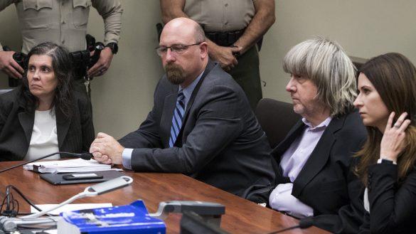 Mundo enfermo y triste: Cadena perpetua para pareja que torturó a sus hijos por años en EUA