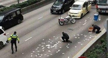 Mala suerte nivel: Conductor riega por accidente más de medio millón de pesos en la carretera 😩