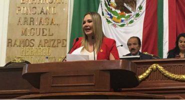Diputada del PVEM propone retirar estatutas de Colón y Cortés por