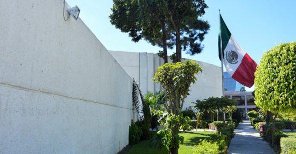 Hackean Embajada de México y publican miles de documentos