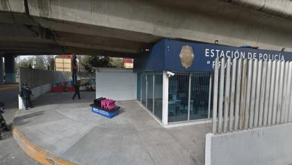 Un hombre se disfrazó para meterse a robar una pantalla a una estación de policía