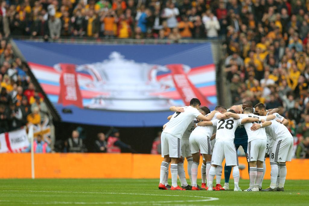 Fanático de los Wolves comenzó batalla campal con fans del Watford; terminó golpeado