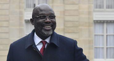 Invasión de serpientes obliga al presidente de Liberia a hacer 'home office'