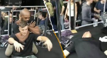 Khé?? Peleador de la UFC deja inconsciente a fan porque 'era su sueño' 🙄