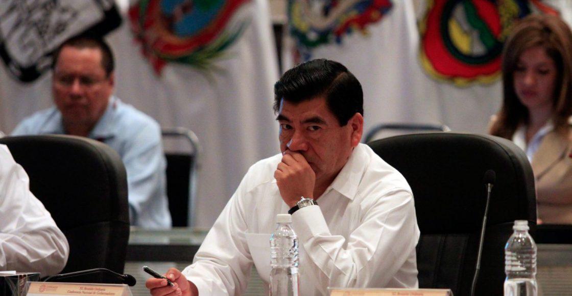 BOCA DEL RêO, VERACRUZ., 23NOVIEMBRE2010.- Mario Mar'n, gobernador de Puebla durante la Reuni—n Plenaria de la Conferencia Nacional de Gobernadores, en dicho evento participaron veinticinco mandatarios de diversos estados de la Repœblica, los gobernadores dialogaron por espacio de dos horas de temas relevantes para el Pa's, para la reuni—n del siguiente a–o se eligi— de manera un‡nime al estado de Nuevo Le—n quien fungir‡ como anfitri—n de la misma.