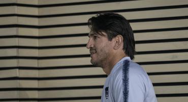 ¡Aaajaaa! Marioni se agarró a golpes con un aficionado de Juárez tras la eliminación de la Copa