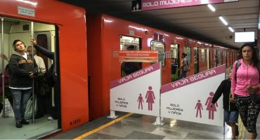Policías rescatan a una mujer que estaba siendo secuestrada en la estación Oceanía del Metro