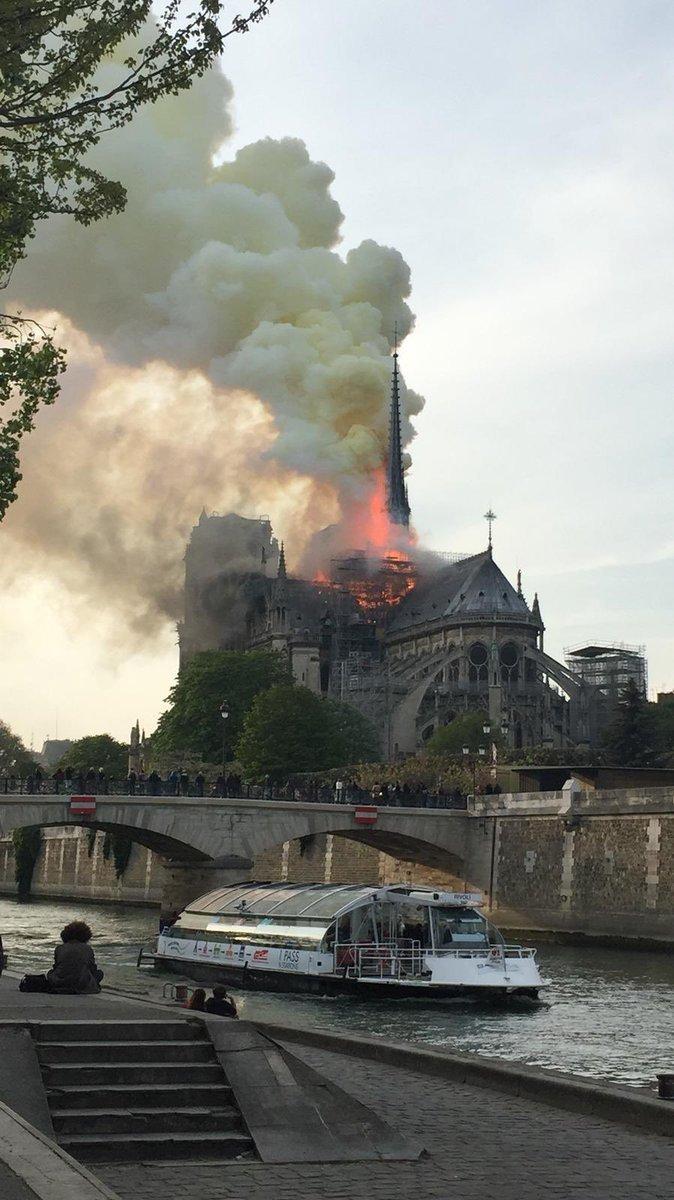 Así reaccionaron parisinos y líderes mundiales ante el incendio de Notre Dame