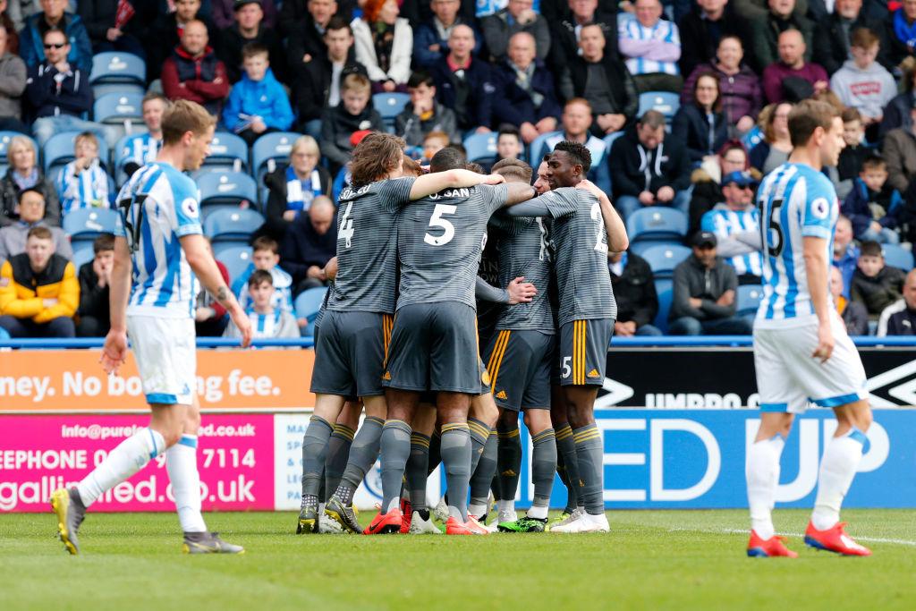 ¿Cuántas décadas tiene Huddersfield sin ganarle al Leicester en Premier League?