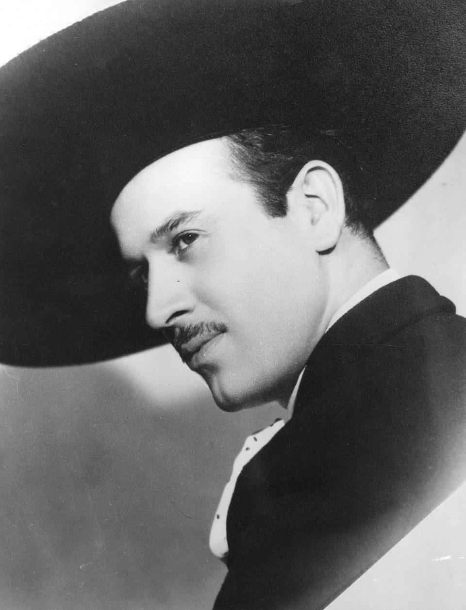 Sale la primera imagen de Omar Chaparro como Pedro Infante