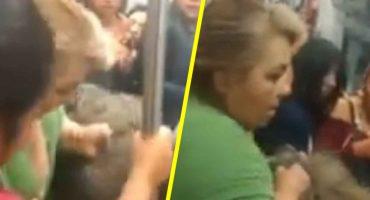 ¡Que alguien las separe! Mujeres protagonizan pelea en el metro de la CDMX