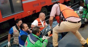 Policía murió arrollado por el Metro CDMX después de que un usuario lo empujó