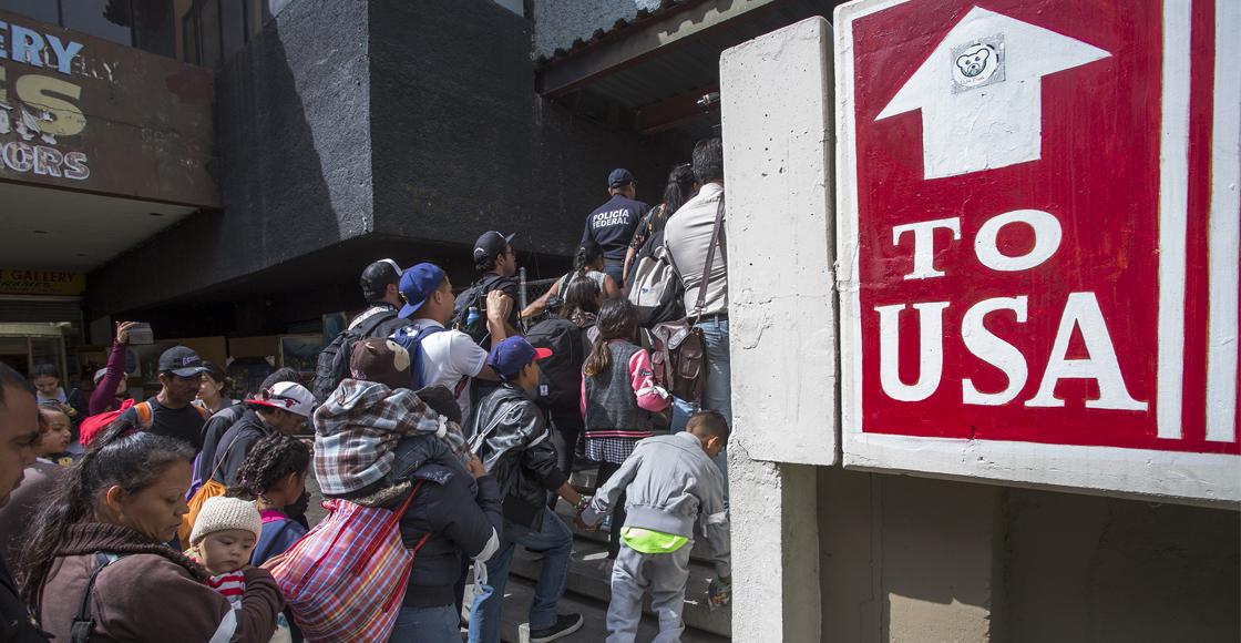 """Juez ordena suspensión del programa migratorio """"Permanece en México"""" en EUA"""