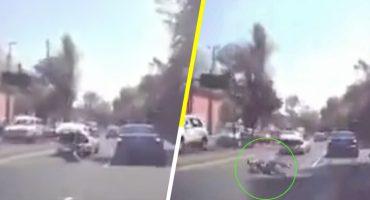 Video: Hombre se lanza de cajuela de auto en movimiento para evitar ser secuestrado