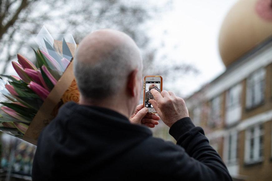 ¿Por qué hay unos senos gigantes en las calles de Londres?