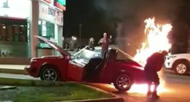 Se incendia un Porsche clásico en las calles de Nuevo León