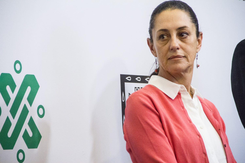 CIUDAD DE MÉXICO, 04ABRIL2019.- Claudia Sheinbaum, jefa del Gobierno de la Ciudad acompañada de Rafael Carmona, director del Sistema de Aguas de la Ciudad de México, en conferencia de prensa esta mañana en el salón Francisco Zarco del Ayuntamiento Capitalino.