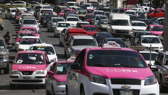Renovación de licencia tipo B y revista vehicular para taxistas será por internet en CDMX