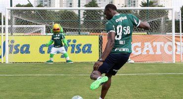 El divertido día de Usain Bolt en su fugaz 'fichaje' con el Palmeiras en Brasil