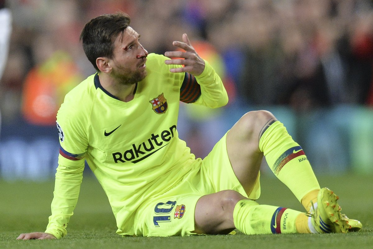 En imágenes: El 'golpazo' de Smalling que hizo sangrar a Messi