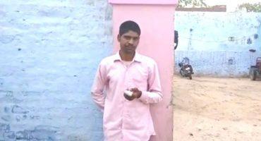 Sujeto se mocha el dedo luego de votar por el partido equivocado en la India