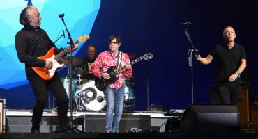 Mira a Weezer y Tears for Fears tocar