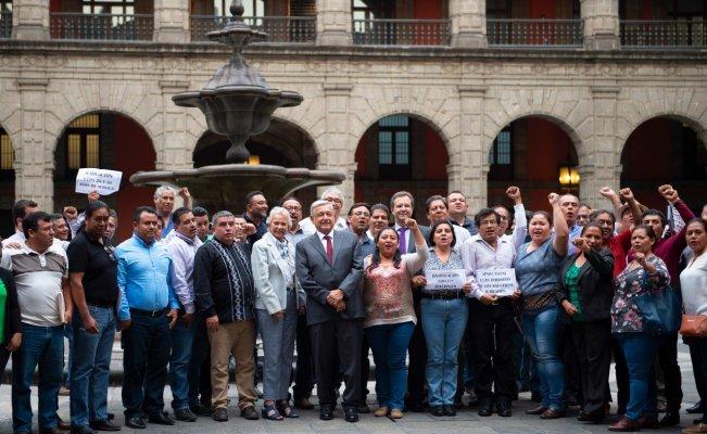 AMLO ofrece a CNTE redacción conjunta de leyes para plazas, ascensos y salarios