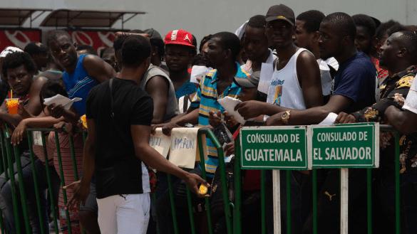 90 migrantes cubanos se fugan de la estación del INM en Chiapas