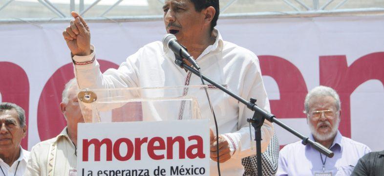 CIUDAD DE MÉXICO, 12JUNIO2016.- Salomón Jara, excandidato al gobierno de Oaxaca, durante el mítin que encabezó Andrés Manuel López Obrador, presidente del partido Movimiento de Regeneración Nacional (Morena), en la explanada del Hemiciclo a Juarez, para hacer un balance de las pasadas elecciones en diversos estados del país. López Obrador convocó a una marcha el próximo 26 de junio en apoyo a los maestros de la Coordinadora Nacional de los Trabajadores de la Eduación.