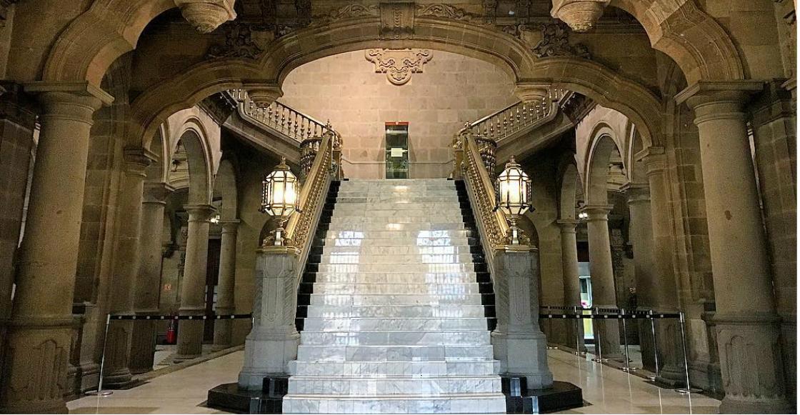 ¿Te vas a casar o cumplir 15 años? Podrás tomarte la foto en las escaleras del Antiguo Palacio del Ayuntamiento en CDMX