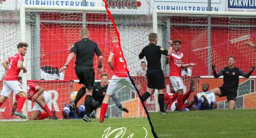 WTF!!! En Holanda un árbitro marcó un gol de zurda… y no lo anuló 😱