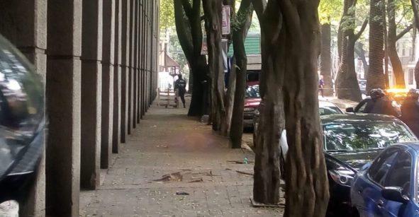 Intento de asalto desata balacera en la Condesa; uno de los atacantes murió